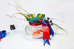 Cách cắm hoa đẹp với bể cá