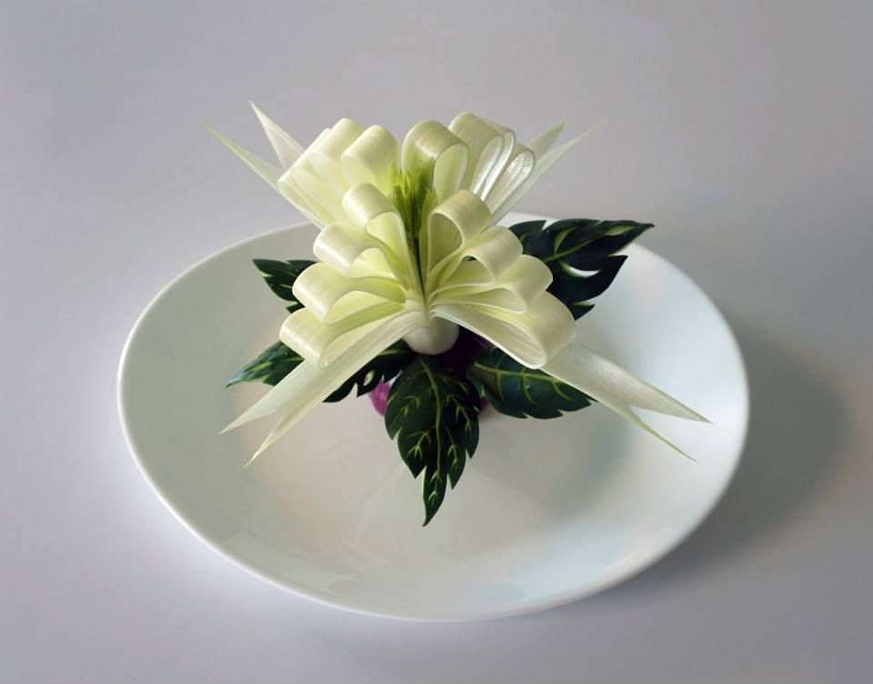 cách tỉa hoa đẹp từ củ tỏi