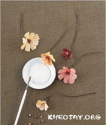 Cách làm hoa giả độc đáo từ vỏ ngô