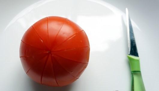 Cách tỉa cà chua đơn giản thành bông hoa