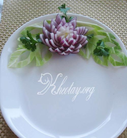 cách trang trí món ăn đẹp mắt với hành tây