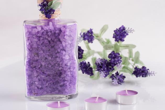 Cách làm muối tắm tại nhà từ hoa Lavender