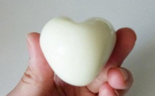 Cách làm trứng hình trái tim đẹp