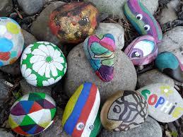 cách trang trí vườn dễ thương từ đá cuội