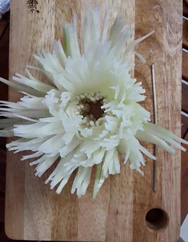 Cách tỉa hoa từ đu đủ. Cách tỉa hoa cúc từ quả đu đủ