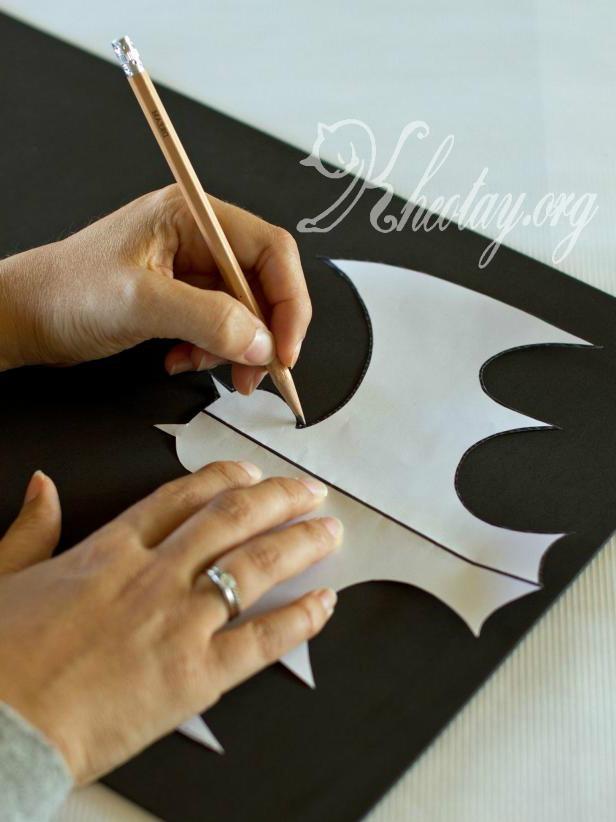 Hướng dẫn làm đồ trang trí Halloween đơn giản hình con dơi bằng giấy