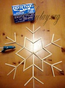 Cách làm hoa tuyết trang trí Giáng sinh từ que kem