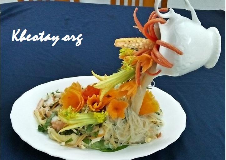 Cách trang trí đĩa thức ăn đẹp hình thác hoa